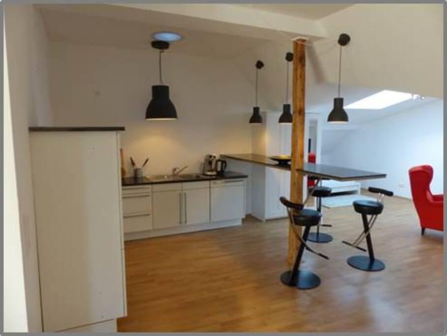 Die Küche komplett ausgestattet mit Spülmaschine & Theke für bis zu drei Personen