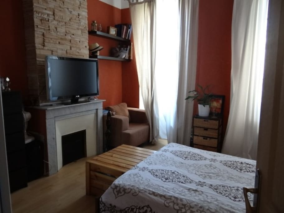 CHAMBRE 1 SPACIEUSE & LUMINEUSE