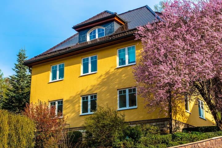 Modern appartement met gebruik van tuin en sauna midden in het Thüringer Woud