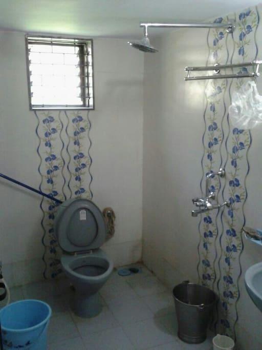 Common bathroom, ground floor, Damania Villa