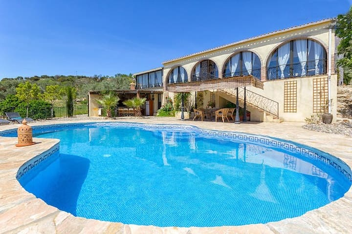Luxury Villa, fab views, private solar heated pool