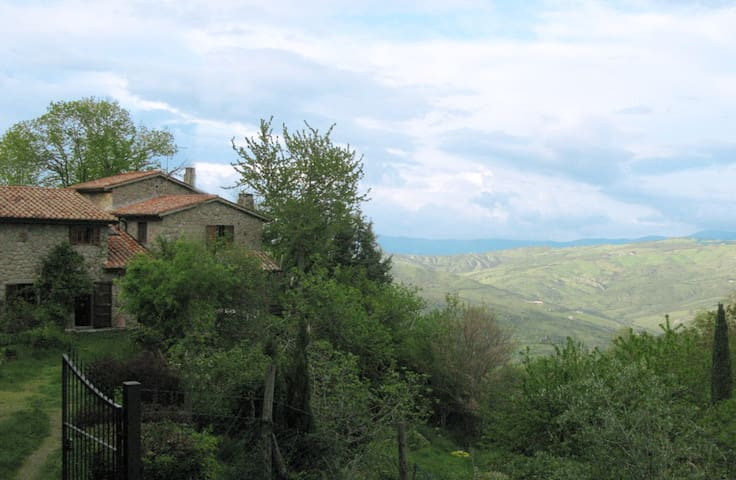 Restored old stone farmhouse - Abbadia San Salvatore - Casa