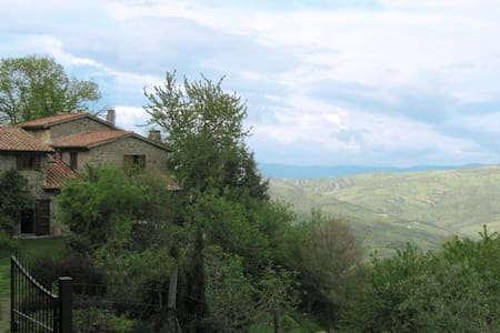 Restored old stone farmhouse - Abbadia San Salvatore