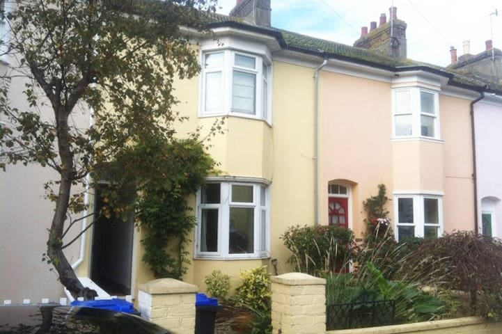 2 Bedroom Victorian House available for weekends - Shoreham-by-Sea - House