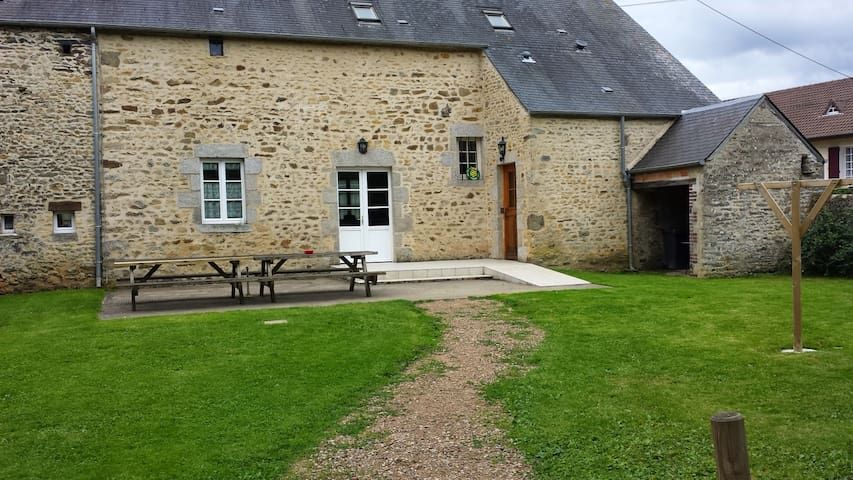 Gîte,180m²,5 chambres, 3 sdb, 15per - Gesnes-le-Gandelin - House