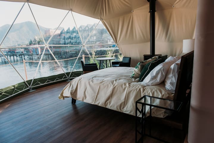WILDPOD Luxury Glamping: LEAF Dome