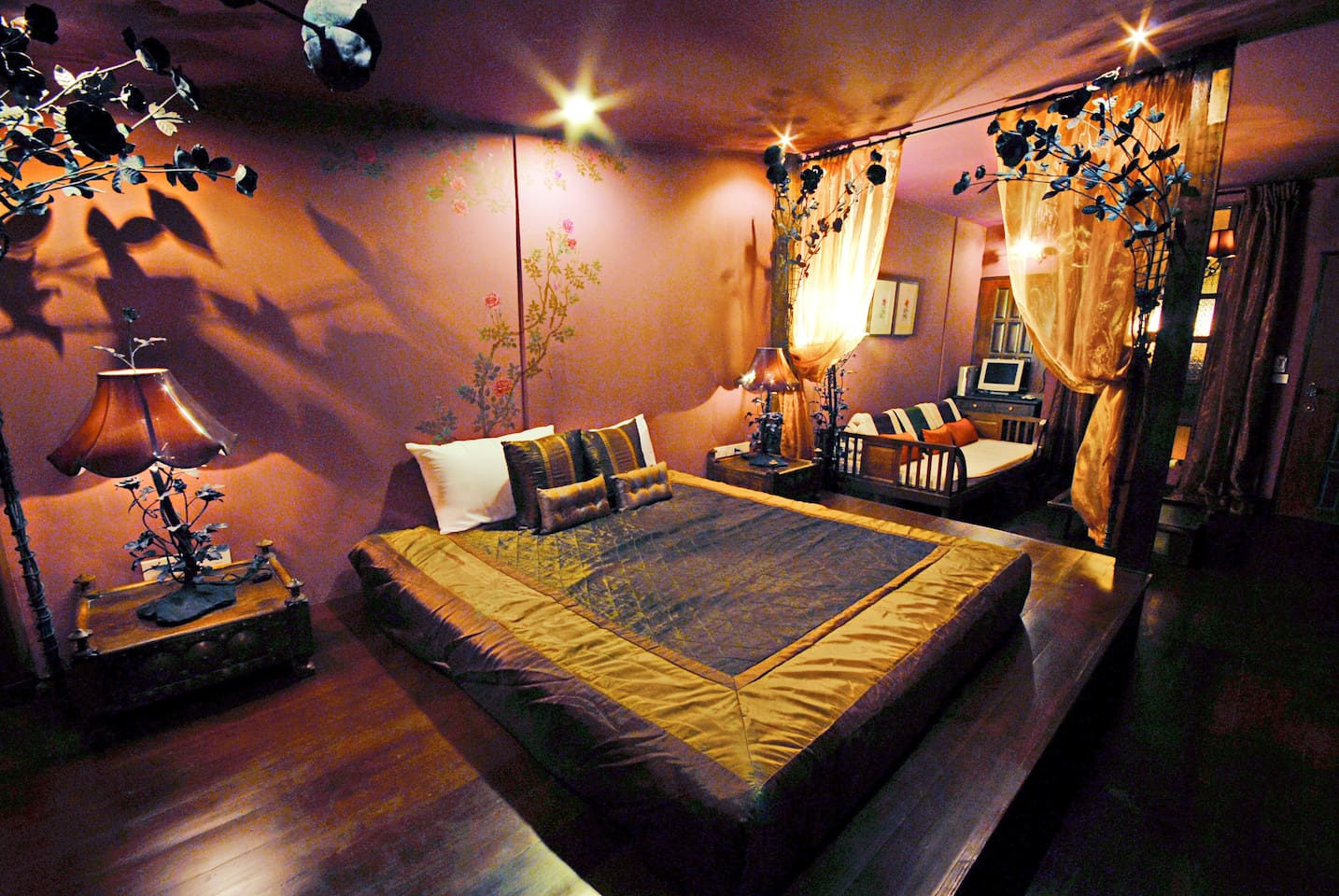 Honeymoon Suite has all Thai style antiques
