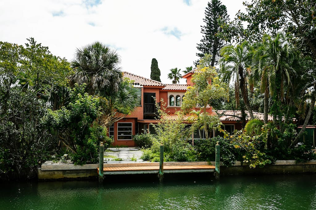 Island Villa on the north side of Longboat key & walk to the beach