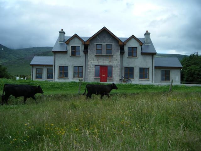 Mid Kerry - Mountains meet the sea - Castlemaine - Casa