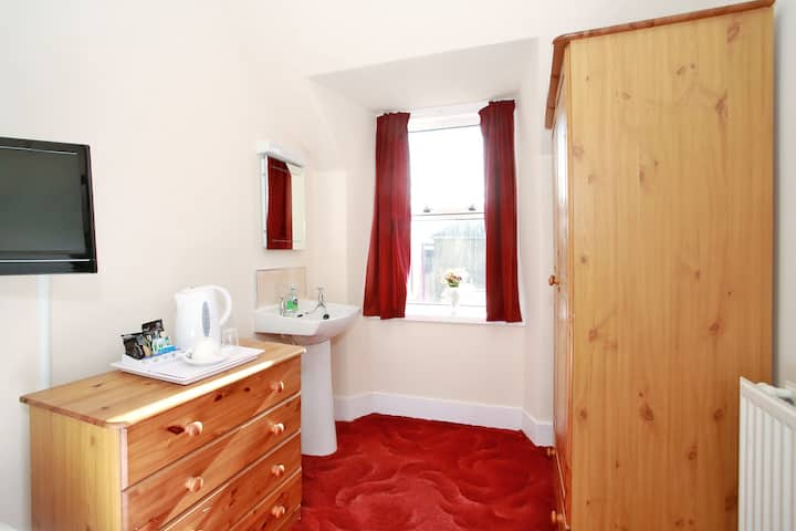 Single Room with Shared Bathroom on First Floor