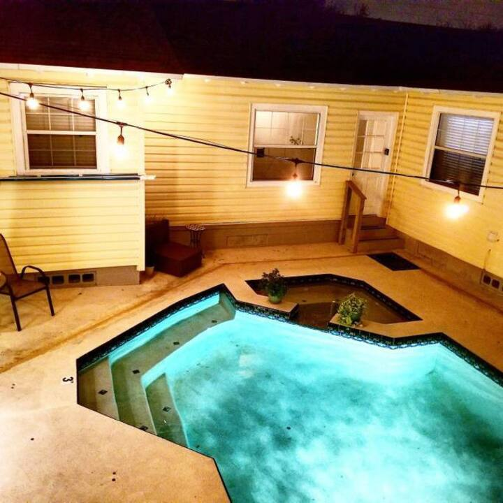 FLAMINGO: DOG FRIENDLY/salt water heated  Pool