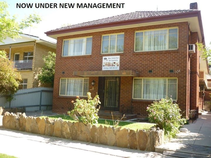 8B 2 X Bed Room Unit in the Main Street of Albury