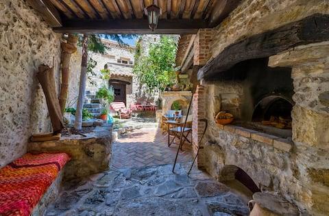 Meronas Eco House  traditionel villa