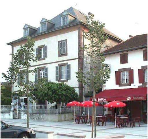 Maison Bassusenia Pays Basque - Saint-Jean-le-Vieux - House