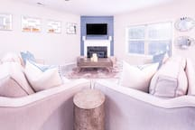 FAMILY ROOM - VIEW 3