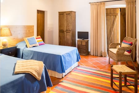 Agro Turismo MONTE ALTO - Quarto twin - Campo Maior - Bed & Breakfast