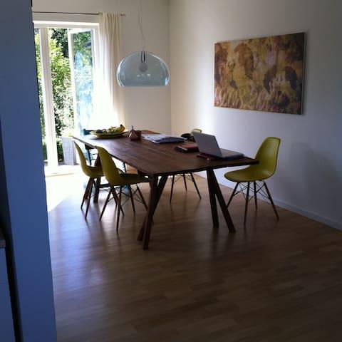 LANGTIDSLEJE: Skønt hus tæt v. strand og skov. - Risskov - Dom