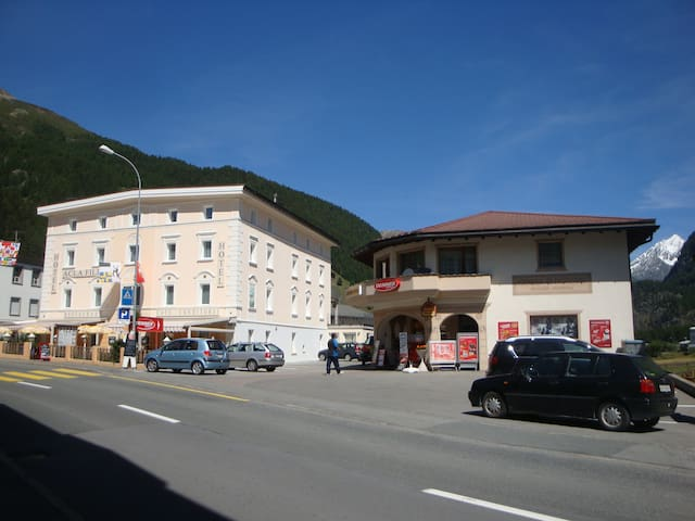 Hotel Acla-Filli Schlafzimmer - Zernez - Bed & Breakfast
