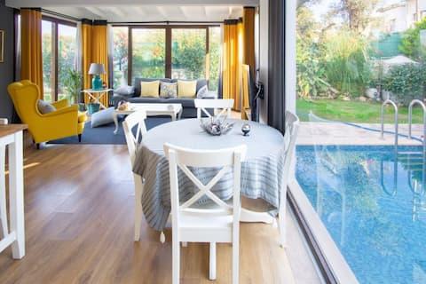 Cosy villa with private pool