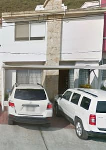 Cuarto cómodo y agradable con cama QS - Monterrey