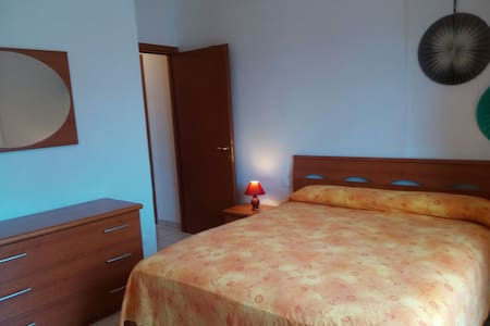 two-room apartment 7 minutes away from the sea - ซาร์ซานา
