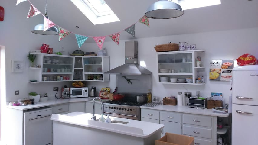 4 Bedroom Family Home in the middle of Penarth