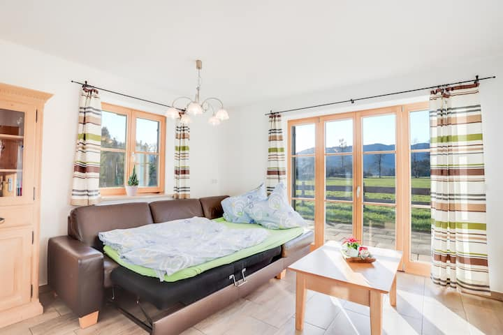 """Cosy Apartment """"Bergblick"""" with Garden, Terrace & Wi-Fi; Parking Available"""