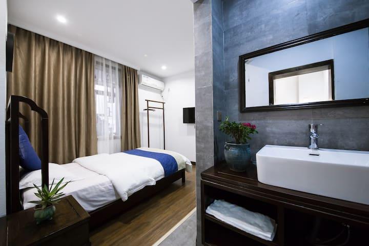 凤凰花自在客栈花物语1.8米1.2米双床套房