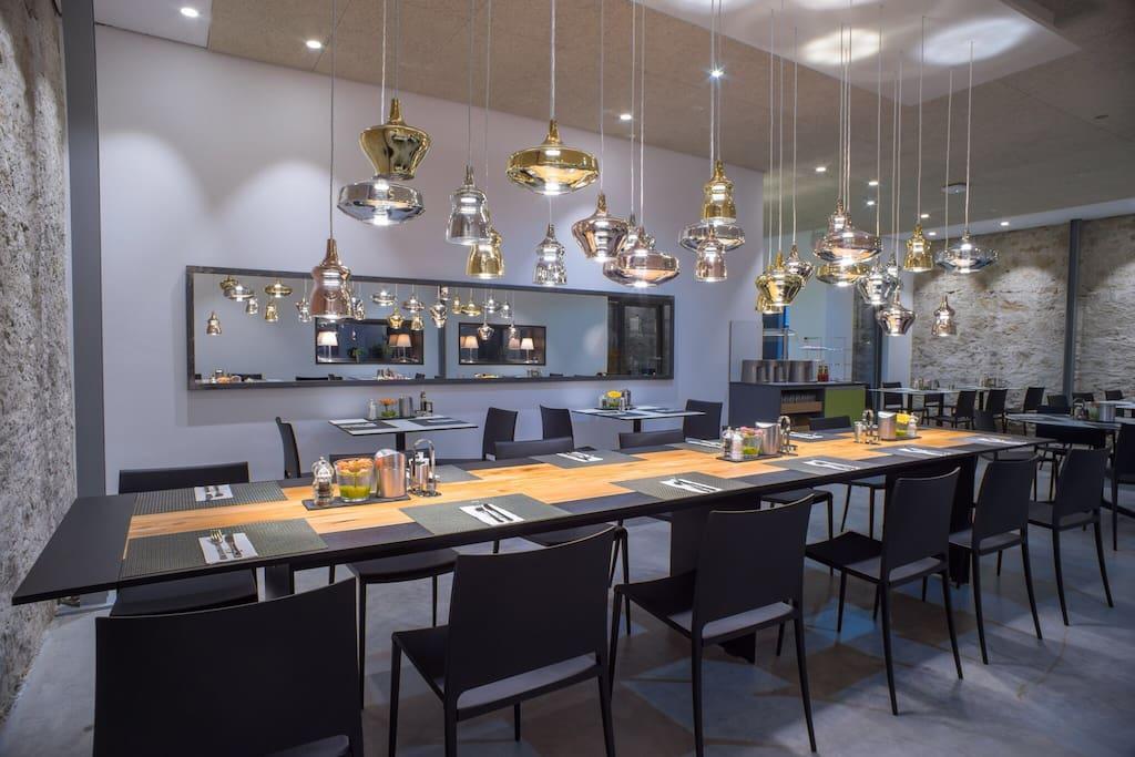 Alter gasthof umringt von modernen boutique hotel in for Freiburg boutique hotel