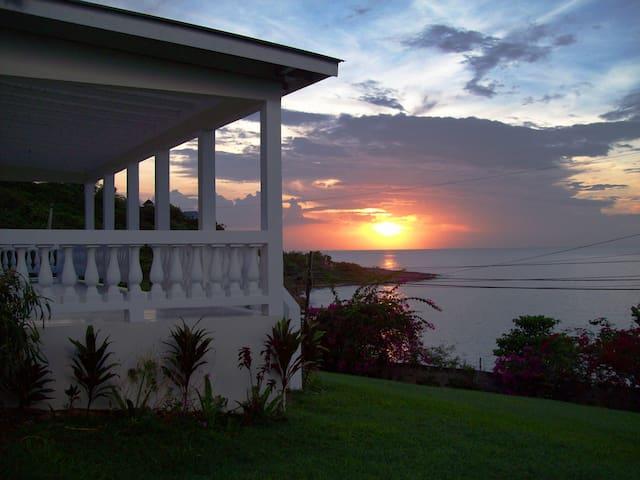 Villa with Private Beach (Rm 3) - Lucea - Villa
