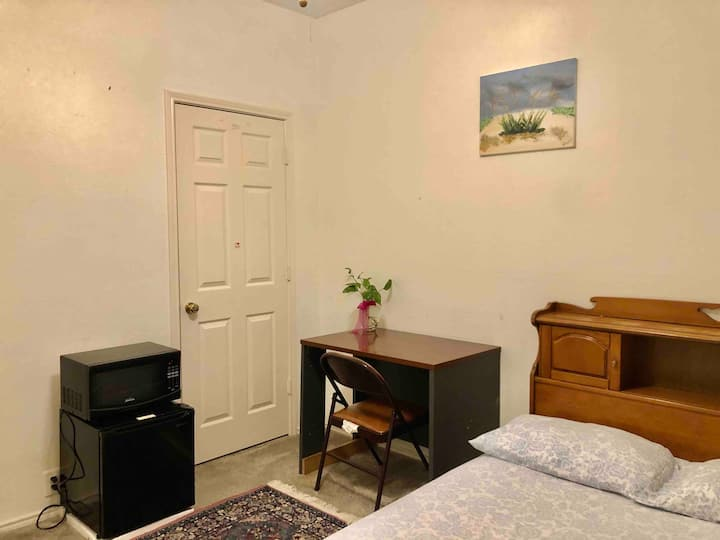 Pvt.Room with Mini Fridge, Microwave & Free WiFi