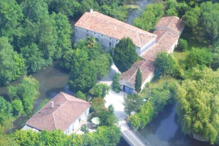 14thCentury watermill & gîte complex. Cottage 1. - Pons - Apartment