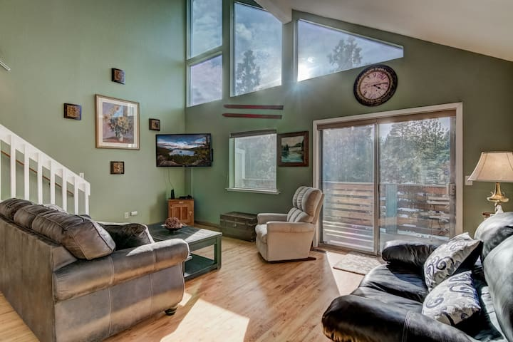 Tranquil 2BR + Loft w/views near Heavenly!