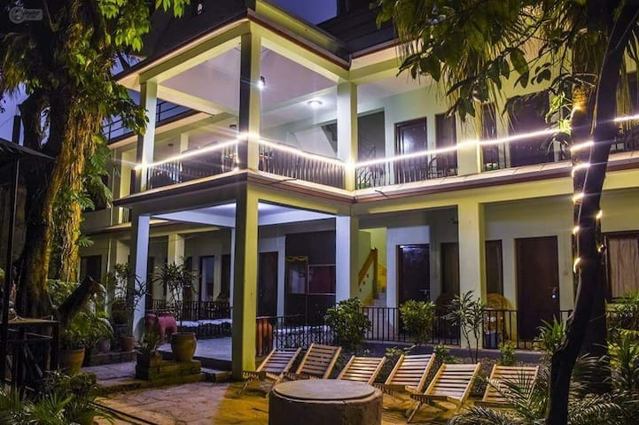 Centrally located in Lakeside!! - Pokhara - Bed & Breakfast