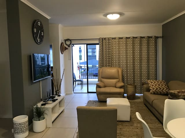 Secure unit with Wifi & Netflix close to OR Tambo