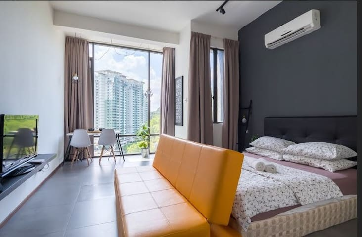 8th Gray Studio @ Empire Damansara |WIFI |Netflix