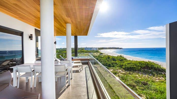 Penthouse 3 Bedroom Beach Resort Condominium with Ocean Views, Terrace & Hot Tub