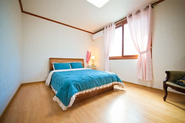 객실1호 2층 침대방1 에어컨