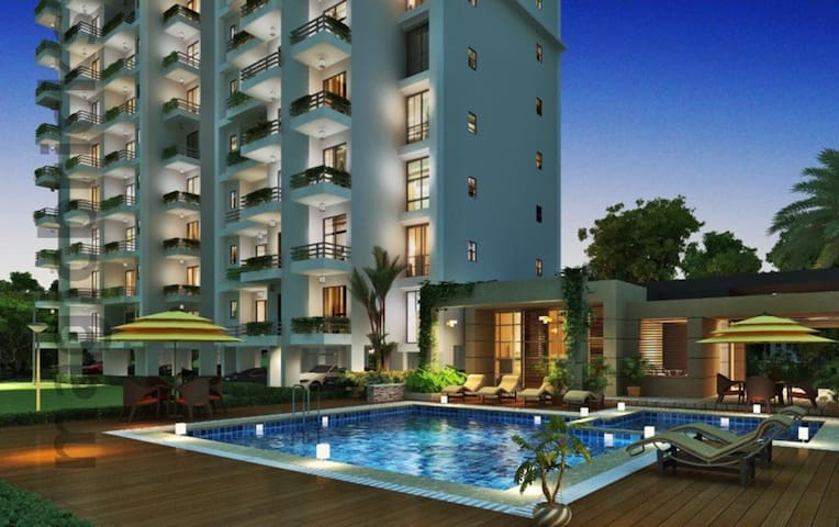 Service apartment Near to Noida city center metro - Noida