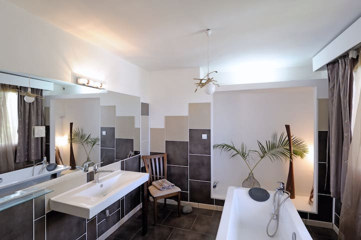 Modern 250sqm 3bedrooms 2 bathrooms jacuzzi - Port Louis - Apartamento