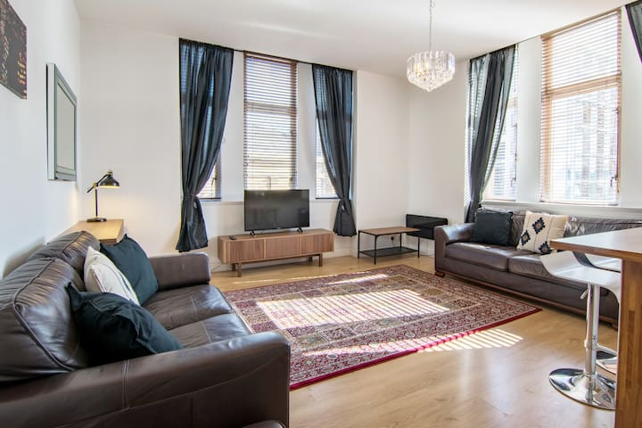 Stunning 2 bed flat in the heart of merchant city