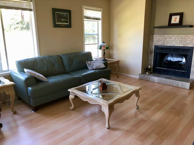 Invermere Two Bedroom Lovely & Comfy-Every Season