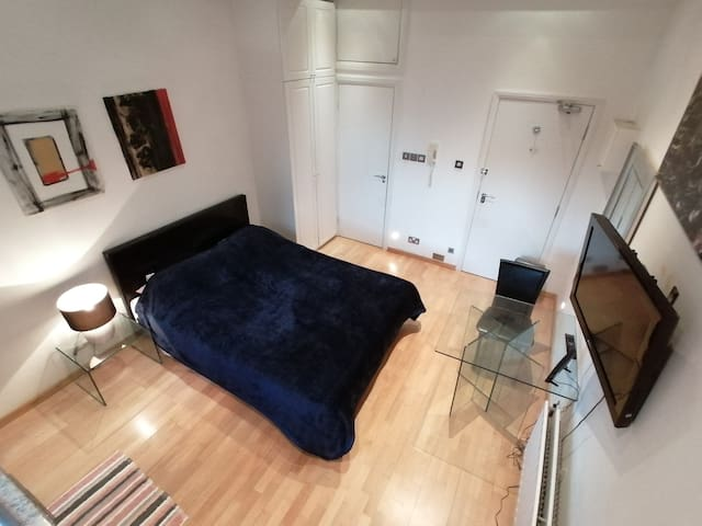Light and Spacious Studio in Bayswater