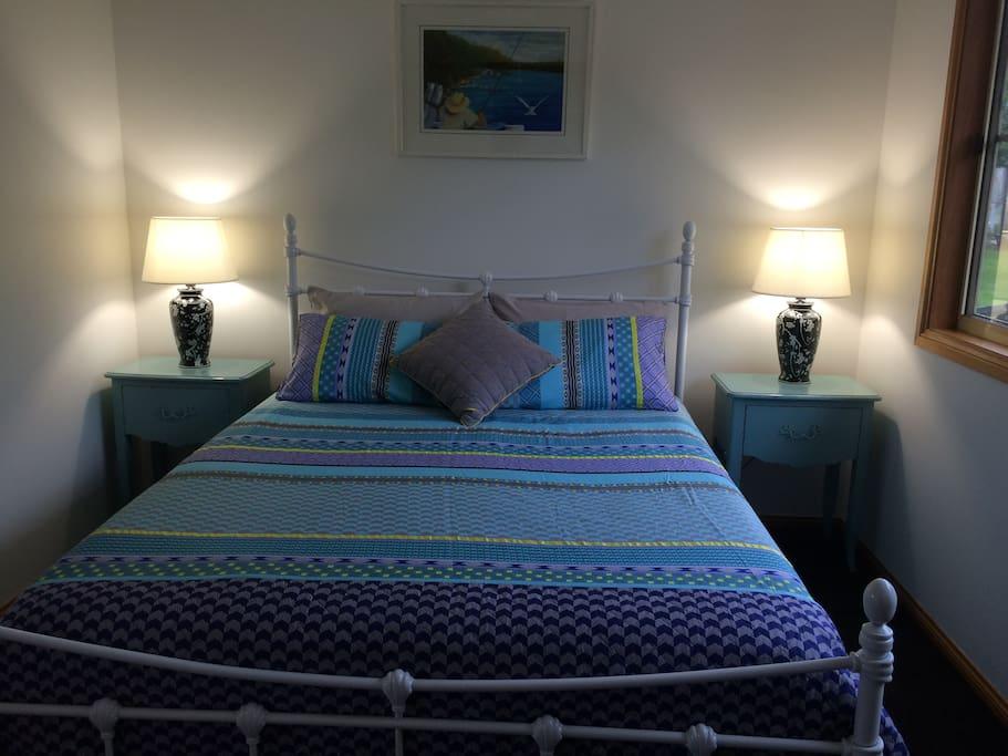 Queen size bed. Comfy!