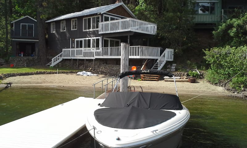 Waterfront lake cabin 60 ft sandy beach and dock - Worley - Zomerhuis/Cottage