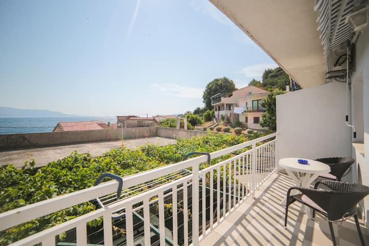 Tilda - Two Bedroom Apt with Balcony and Sea View