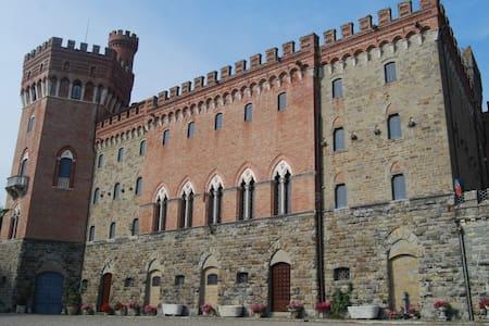 Castello di Valenzano - Subbiano - Замок