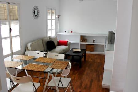CASA ADOSADA CENTRO JEREZ - Jerez - House