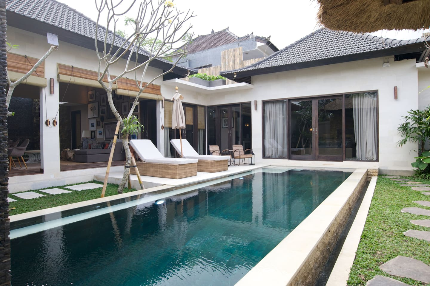 9 meter pool: deep end, shallow end and seating built all around.