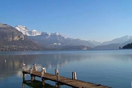 Location meublé lac d'ANNECY. - Daire